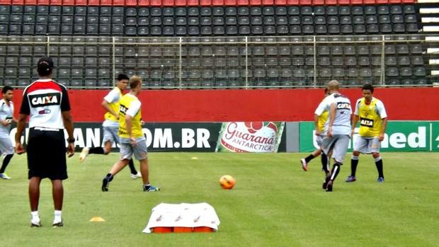 Jogadores do Vitória fazem trabalho com bola no Barradão (Foto: Divulgação/E.C. Vitória)