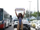 Musa da Unidos da Tijuca se lambuza de lama em protesto por Mariana