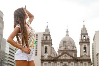 Thalita Zampirolli no centro da cidade (Foto: Anderson Barros / Ego)
