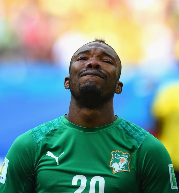 Serey Die, visivelmente emocionado durante a execução do hino nacional da Costa do Marfimaio Souza pouco antes de  embarcar para o Rio (Foto: Christopher Lee/Getty Images)