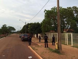 Policiais federais cumprem mandados em Palmas (Foto: Cassiano Rolim/TV Anhanguera)