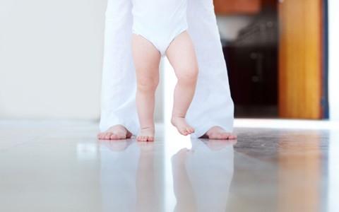 andar_bebê_mãe (Foto: Shutterstock)