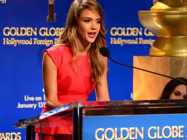 Jessica Alba anuncia indicados ao Globo de Ouro (Foto: AFP/Frederic J. Brown)