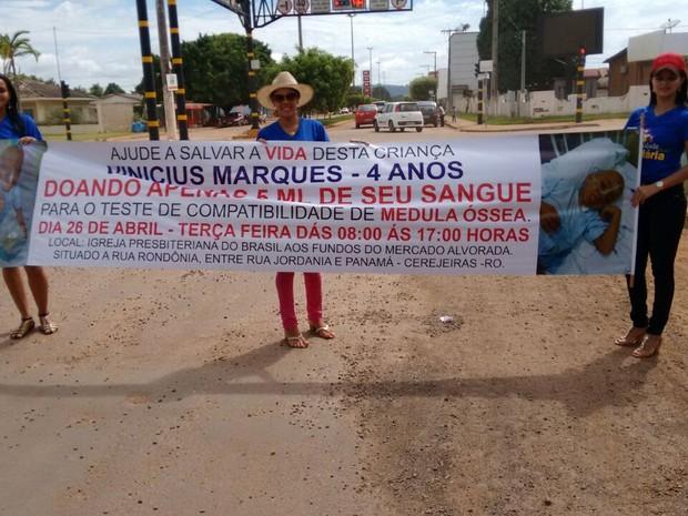 A moblização em prol do menino Vinicius Marques Rodrigues teve uma grande participação por parte da população de Cerejeiras. (Foto: Aline Lopes/G1)