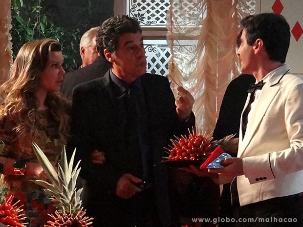 Abelardo promete se vingar quando o cantor Thiaguinho aparecer (Foto: Malhação / TV Globo)