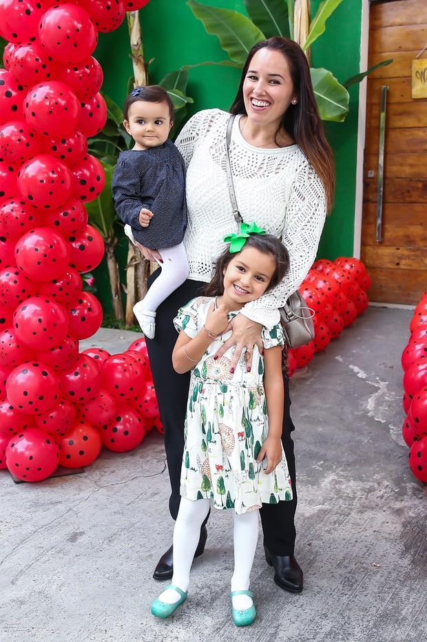 Mariana Belém posa com as filhas (Foto: Manuela Scarpa/Brazil News)