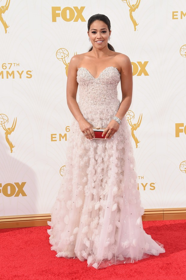 Gina Rodriguez no Emmy Awards (Foto: Getty Images)