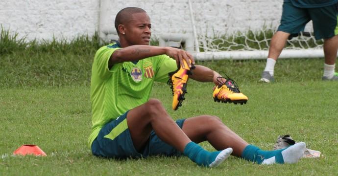 Atacante Edgar se recupera de uma lesão muscular e é dúvida para jogo contra o Brasil (Foto: Biamam Prado / Jornal O Estado)