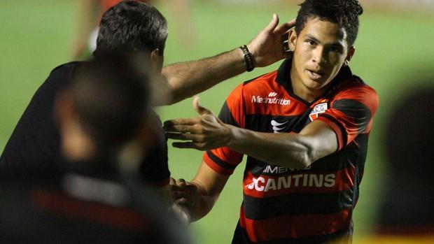 Luciano atlético-go gol internacional (Foto: Carlos Costa / Agência Estado)