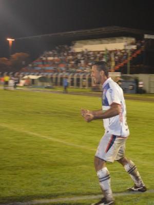 Cabixi comemora primeiro gol após retorno ao Vilhena (Foto: Lauane Sena)