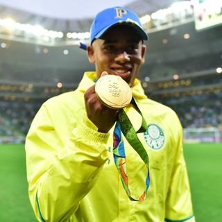 Gabriel Jesus Palmeiras medalha (Foto: Marcos Ribolli)