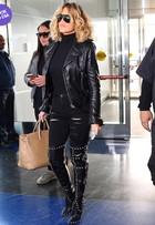 Look do dia: Khloe Kardashian aposta em acessórios de couro