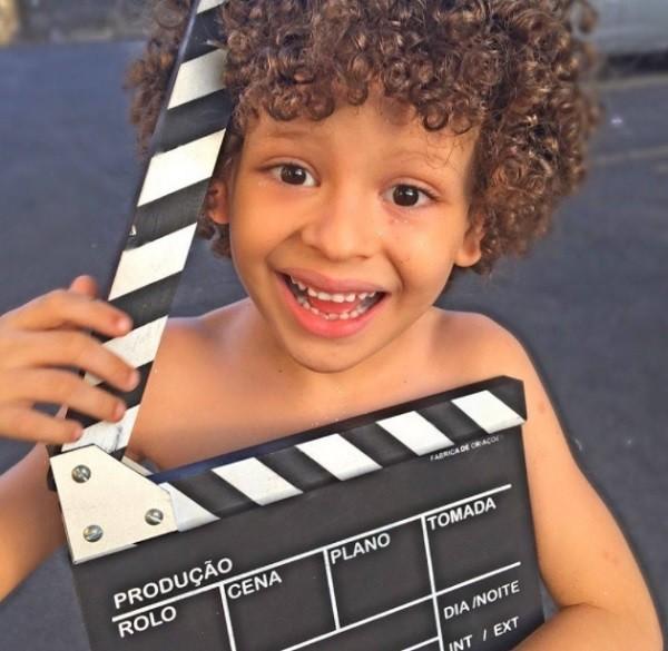 O menino Isaac de Vine, de 7 anos, é o mais novo integrante do elenco do Vai que cola (Foto: Reprodução)