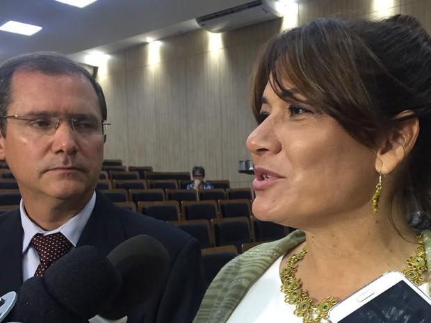 Secretária de Segurança, Márcia de Alencar, em entrevista ao lado do coordenador da comissão de segurança para os Jogos Olímpicos, Paulo Roberto Oliveira (Foto: Gabriel Luiz/G1)