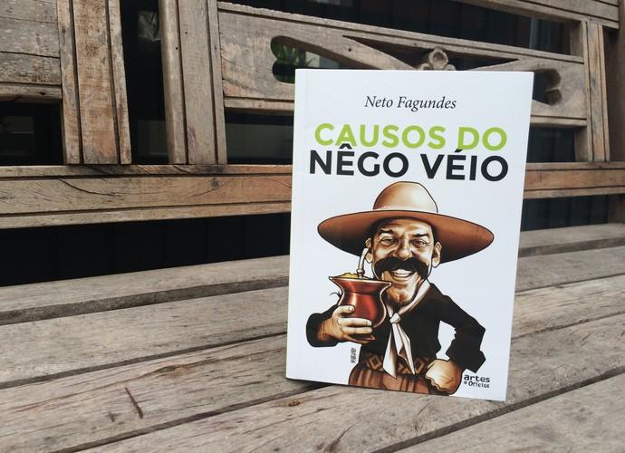 Livro Causos do Nego Véio Neto Fagundes (Foto: Lisiane Lisboa/RBS TV)