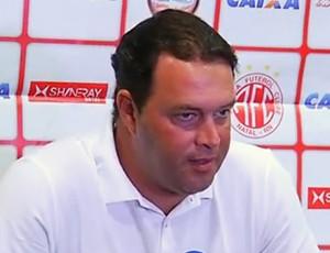 Roberto Fernandes - técnico do América-RN (Foto: Reprodução/Inter TV Cabugi)