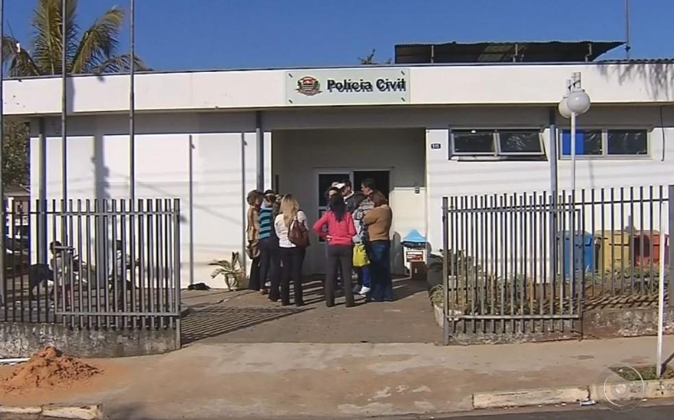 Pais registraram boletim de ocorrência e a polícia investiga o caso (Foto: Reprodução / TV TEM )