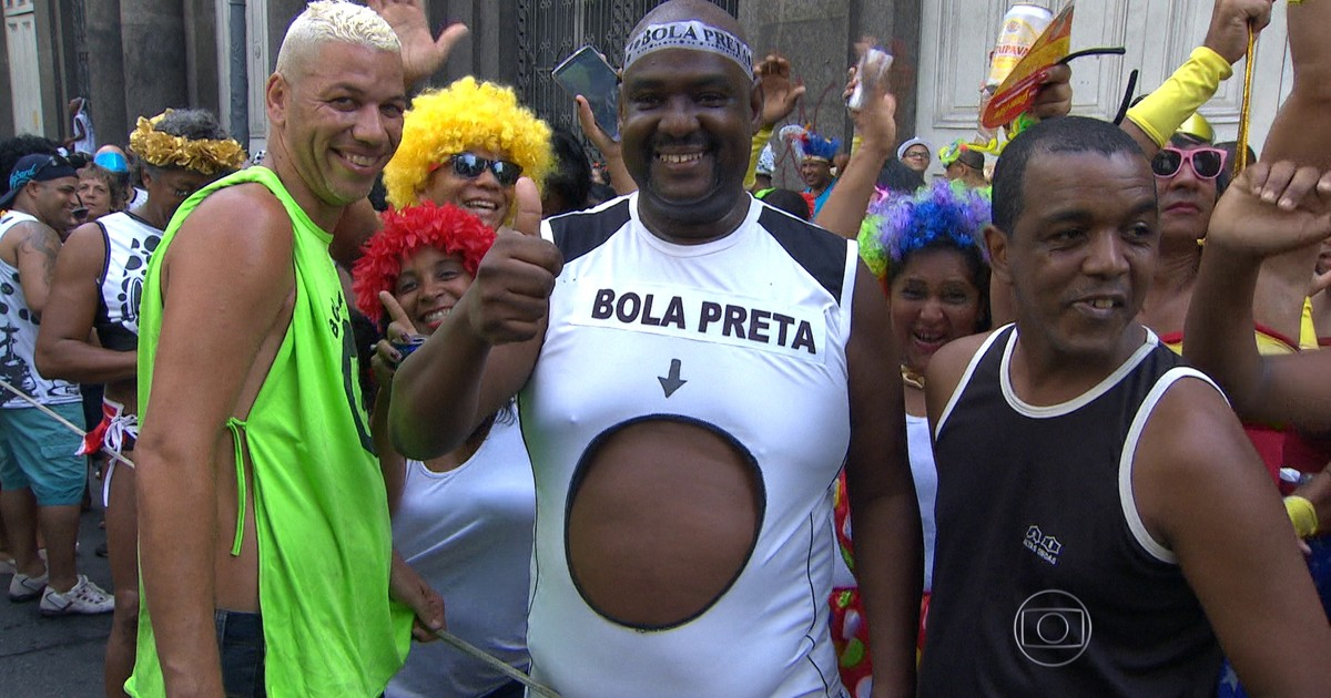 69b0fa137fb63 G1 - Cordão da Bola Preta leva um milhão de pessoas ao Centro do Rio -  notícias em Carnaval 2016 no Rio de Janeiro