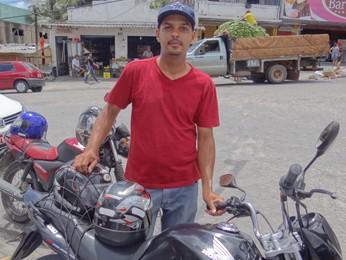 Calixto acha justo regras serem as mesmas para cinquentinhas e motocicletas. (Foto: Katherine Coutinho/G1)