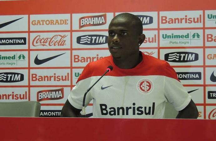 Augusto aposta em experiência que ganhou fora do clube para evoluir no Inter (Foto: Tatiana Lopes/GloboEsporte.com)