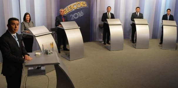 O primeiro debate foi com os cinco candidatos à prefeitura de Suzano na noite deste domingo (26). (Foto: Reprodução / TV Diário)