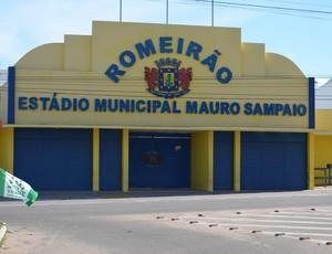 Fachada do Estádio Romeirão, em Juazeiro do Norte (CE) (Foto: Tiago Campos)