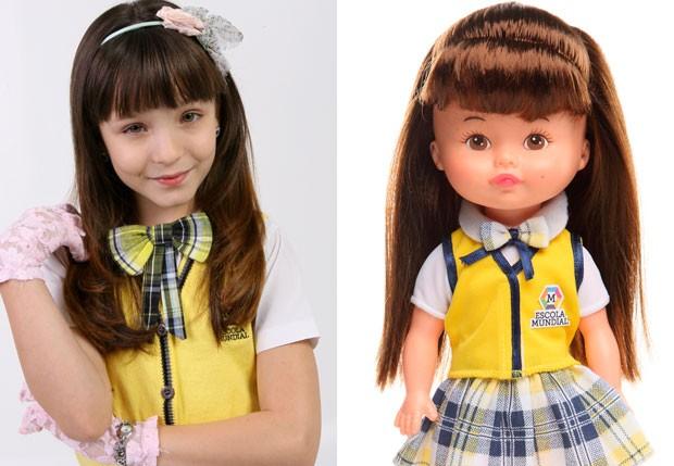 Larissa Manoela e a boneca da personagem Maria Joaquina (Foto: Divulgação/Estrela e SBT)
