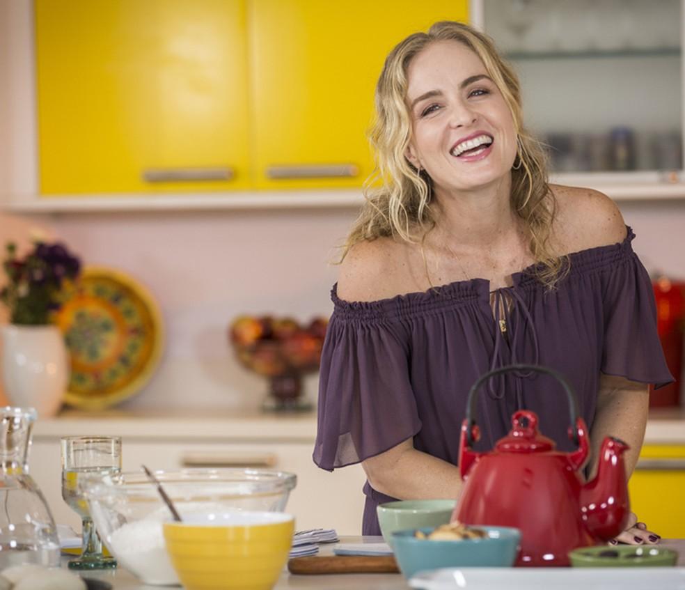Angélica se diverte na cozinha (Foto: Inácio Moraes/Gshow)