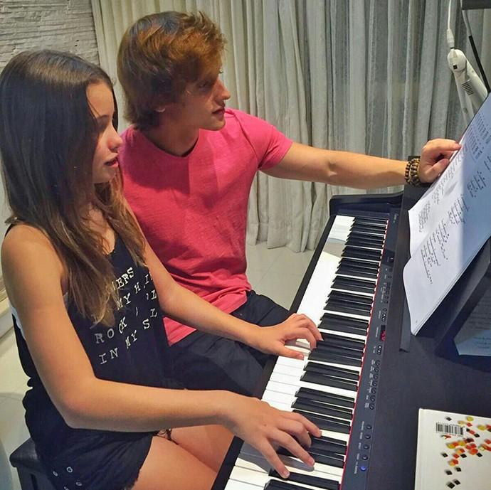 Mari Cardoso do 'The Voice Kids' em aula de música com Gustavo Tibi, da Jamz (Foto: Arquivo Pessoal)