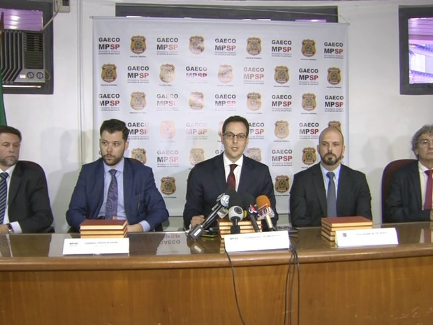 Coletiva de imprensa reuniu representantes da Polícia Federal e do Gaeco (Foto: Reprodução/EPTV)