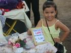 No AP, menina vende biscoito doce para conhecer parque aquático no CE
