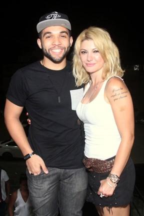 Antônia Fontenelle e Jonathan Costa em show na Zona Oeste do Rio (Foto: Foto Rio News)