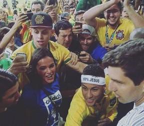 Bruna Marquezine e Neymar juntos novamente no Maracanã (Foto: Reprodução/Instagram)