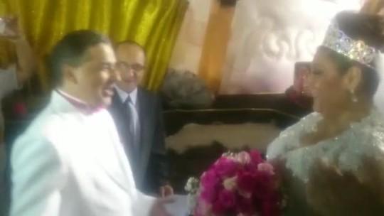 Presidente da Rosas de Ouro se casa no sambódromo do Anhembi