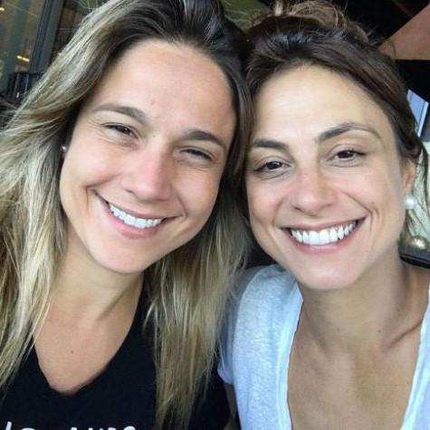 Fernanda Gentil com a namorada, Priscila Montandon (Foto: Reprodução)