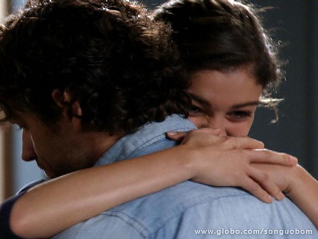 Ela conseguiu! Amora mudou de vida e reconquistou o amor de Bento (Foto: Sangue Bom / TV Globo)