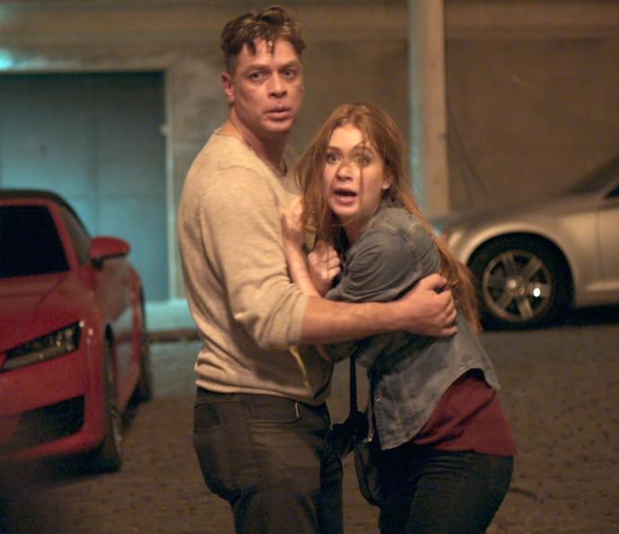 Arthur aparece para salvar Eliza (Foto: TV Globo)