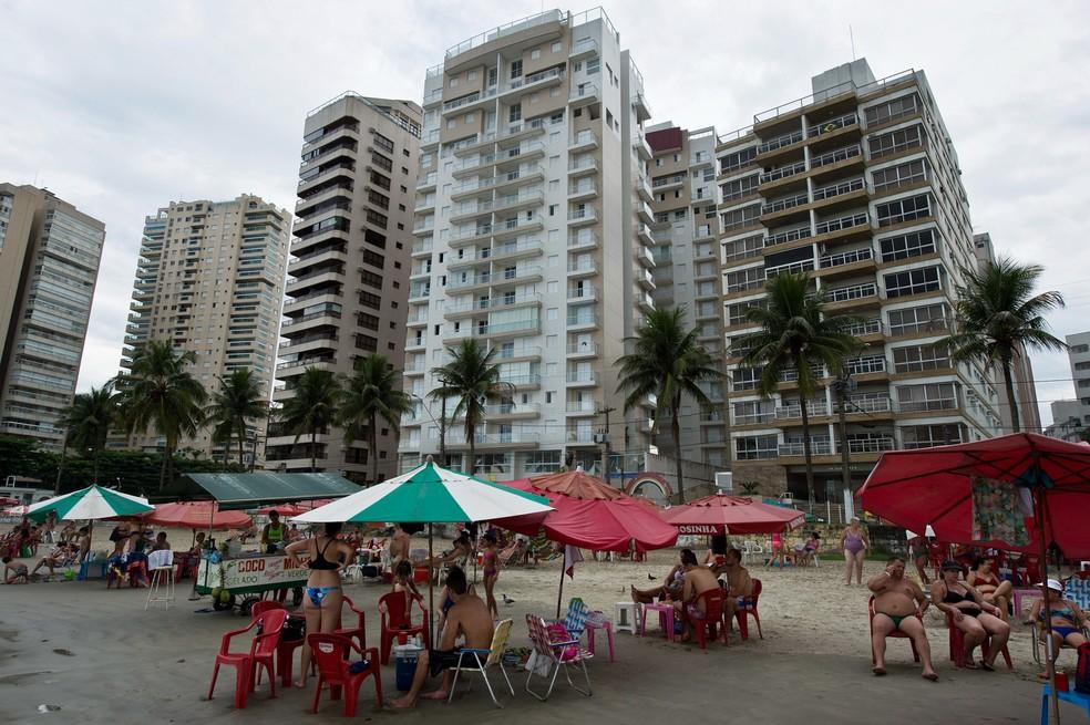 Vista do prédio de luxo Solaris, onde está o triplex que teria sido destinado a Lula pela OAS, segundo denúncia do MPF (Foto: Nelson Almeida/AFP)