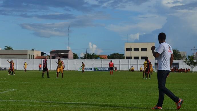 Simônio Veiga afirma que empate com Genus teve gosto de derrota (Foto: Lívia Costa)