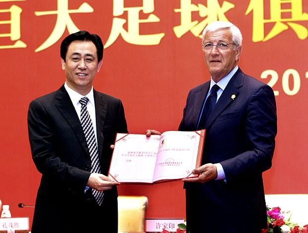 Marcelo Lippi é apresentado no Guangzhou Evergrande (Foto: AFP)