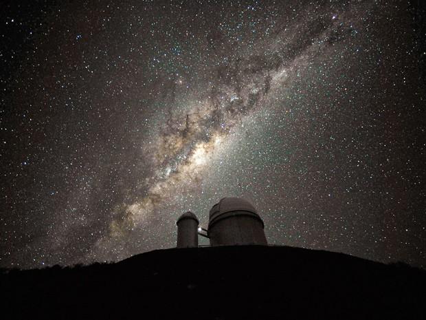 Telescópio de 3,6 metros do ESO em La Silla, um dos usados nas observações (Foto: ESO/S. Brunier)