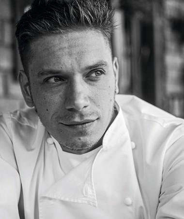 O jovem chef Rodolfo de Santis, 29 anos e trabalho que se nota pela imensa fila de espera do restaurante, no Itaim Bibi (Foto: Lufe Gomes/Editora Globo)