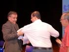 Vereador interrompe reunião e segura Secretário da Educação pelo braço