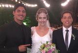 """Medina posta foto com rec�m-casado Mineirinho: """"Muito amor para voc�s"""""""
