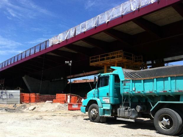 Viaduto Estaiado faz parte da obra do Corredor Aeroporto-Rodoferroviária (Foto: Fernando Castro/ G1)