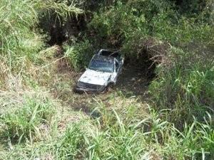 Carro caiu de uma altura de quatro metros (Foto: Adriano Vincler/Divulgação)