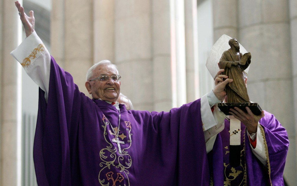 Dom Paulo Evaristo Arns, Arcebispo emérito de São Paulo, participa de celebração eucarística dos 65 anos de sua Ordenação Sacerdotal na Catedral da Sé, no Centro de São Paulo, em novembro de 2010 (Foto: Werther Santana/Estadão Conteúdo/Arquivo)