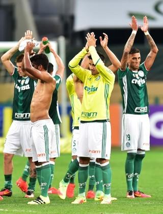 Time cumprimenta a torcida após vitória -  Palmeiras x Coritiba (Foto: Marcos Ribolli)