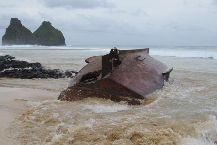 Barco de pesca naufragado Noronha