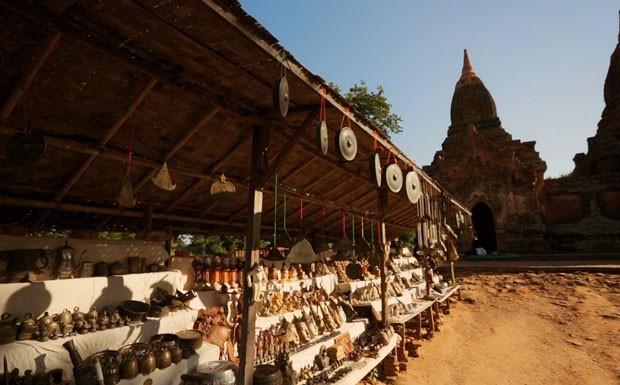 Pedro Pelo Mundo - Ep. 4 - Myanmar - Mercado Mani Sithu (Bagan) (Foto: Reproduo / GNT)